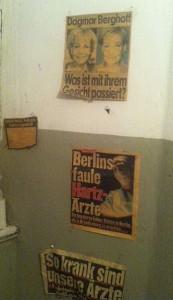 Zeitungen Wand